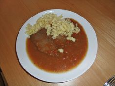 Ungarisches Rindsschnitzel - Rezept | GuteKueche.at Ketchup, Chana Masala, Chili, Beef, Ethnic Recipes, Food, Hungarian Cuisine, Lamb, Dinner Napkins