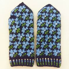 Latvian handmade hand knitted flower mittens wool Tines pattern S M in Clothing, Shoes & Accessories, Women's Accessories, Gloves & Mittens Knitted Mittens Pattern, Crochet Mittens, Knitting Socks, Knitting Stitches, Hand Knitting, Knitting Patterns, Motif Fair Isle, Knitted Flowers, Cross Stitch Bird