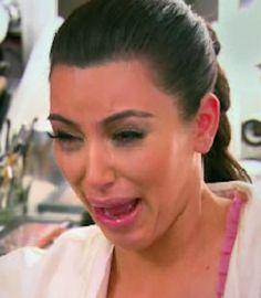 Kim Kardashian qui pleure ou vomi ?