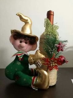 necesito el paso a paso de este trabajo por favor Christmas Gnome, Christmas Crafts, Christmas Decorations, Xmas, Holiday Decor, Elves And Fairies, Bottle Crafts, Holiday Ornaments, Simple Christmas