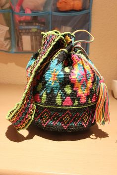 Handmade by Alpenkatzen Bucket Bag, Backpacks, Handmade, Fashion, Little Miss, Knitting And Crocheting, Threading, Tutorials, Dime Bags