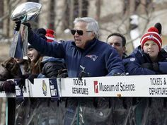 New England Patriots owner Robert Kraft shows the Vince Lombardi Trophy to the crowd as he passes by during a parade in Boston Wednesday, Feb. 4, 2015, to honor the Patriots\' victory over the Seattle Seahawks in Super Bowl XLIX Sunday in Glendale, Ariz.