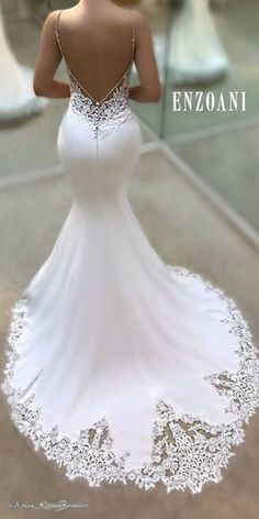 Nice 95+ Gorgeous Backless Wedding Dresses Design Ideas https://bitecloth.com/2017/11/25/95-gorgeous-backless-wedding-dresses-design-ideas/