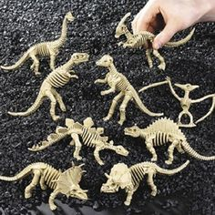 Have a dinosaur dig! Plus other awesome dinosaur lesson plan ideas...