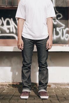 AK-001  Slim straight cut