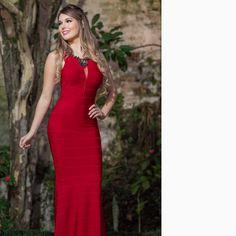 A miss@katherin.strickert com um 'long dress' digno de uma noite PO-DE-RO-SA!!! //@cheia_de_graca_vestidos // #reginasalomao #BeSensual #AW16 #momentoRS