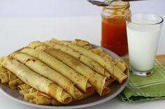 clatite-reteta-video-reteta-de-clatite-simple-pas-cu-pas-cum-se-fac-clatitele Waffles, Pancakes, Romanian Food, Sweet And Salty, Crepes, Cake Cookies, Puddings, Goodies, Dinner Recipes