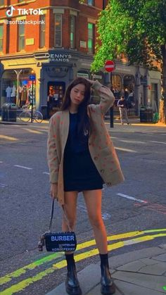 Black Pink Songs, Black Pink Kpop, Blackpink Photos, Cute Photos, Korean Song Lyrics, Dior Girl, Dance Kpop, Blackpink Poster, Blackpink Video