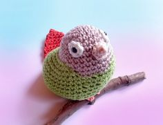 This cute crochet miniature parrot is a replica of a Greencheek Conure. I made him with love, using a 100% cotton yarn and trying to use the colors most similar to the original. This stuffed little an
