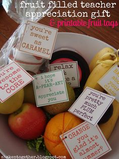 fruit filled teacher appreciation gifts & printable tags Need healthy teacher appreciation gifts? Fill a bowl with your favorite fruits (and a few sweet treats) and add these printable tags! Volunteer Appreciation, Teacher Appreciation Week, Teacher Gifts, Volunteer Gifts, Teacher Treats, Principal Appreciation, Pastor Appreciation Ideas, Teacher Poems, Teacher Presents