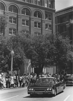 John F. Kennedy Assassination Reenactment in Houston, TX Dealey Plaza, Kennedy Assassination, Jfk Jr, John Fitzgerald, Us Government, Jackie Kennedy, Black And White Pictures, United States, Dallas