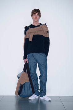 See the complete Lou Dalton Fall 2017 Menswear collection.