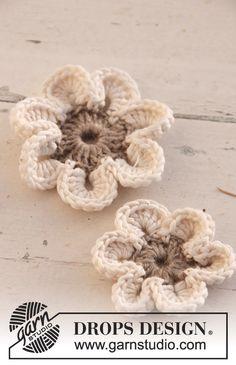 "Crochet Flowers Design Ravelry: Flowers in ""Lin"" and ""Muskat"" pattern by DROPS design - Crochet Diy, Crochet Gratis, Knit Or Crochet, Appliques Au Crochet, Crochet Motifs, Crochet Flower Patterns, Knitting Patterns, Free Knitting, Pattern Flower"