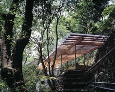 In Horai, Architect Kengo Kuma was chosen to design a traditional Japanese Onsen Bath House, a term for hot springs in the Japanese language. Spring Architecture, Architecture Drawings, Contemporary Architecture, Kengo Kuma, Timber Pergola, Woodland House, Japanese Bath, Timber Buildings, Outdoor Baths