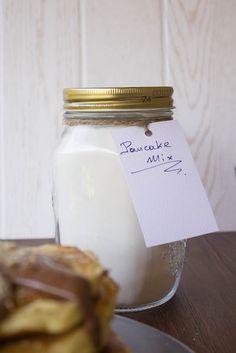 Τηγανίτες (Pancakes) - Πώς να φτιάξετε το βασικό μείγμα (και συνταγή) - Myblissfood.grMyblissfood.gr Candle Jars, Pancakes, Brunch, Food And Drink, Breakfast, Sweet, Desserts, Recipes, Pancake