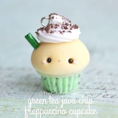 Hellooo~ it's and for this week I have a green tea java chip frappuccino cupcake! 😝 This little guy is part of a custom order I've been working on and I thought he'd be perfect for this week's theme. Kawaii Charms, Fimo Kawaii, Polymer Clay Kawaii, Fimo Clay, Polymer Clay Projects, Polymer Clay Charms, Polymer Clay Art, Polymer Clay Jewelry, Clay Crafts