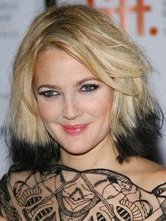 Gallery of Hollywood's best blondes. Use these blonde celebrity hairstyles to help you make your blonde transformation. Good ideas for what to aim for when going blonde. Short Bob Hairstyles, Celebrity Hairstyles, Pretty Hairstyles, Bob Haircuts, Drew Barrymore, Short Blonde Bobs, Short Bobs, Blonde Celebrities, Beauty Crush