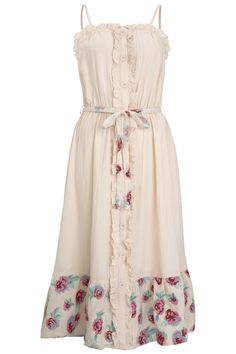 What would you want more than a stylish and light summer dress? Our Austina is the perfect go-to for a holiday or a garden party. The midi dress comes in a blush base colour with floral embroidery and a belt you can choose to wear tied or as a bow at the back. The shoulder straps are adjustable.