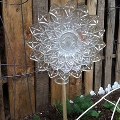 Yard art 2 or 3 glass or plastic plates and glue them and then glue a flat edged bottle on the back. Description from pinterest.com. I searched for this on bing.com/images