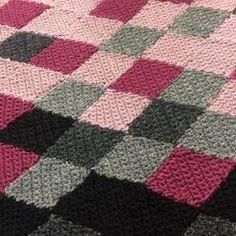 YLE, Strömsö - Bolero virkatuista vinoneliöistä Quilts, Blanket, Design, Blouse, Quilt Sets, Blankets, Log Cabin Quilts, Cover, Quilt