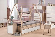 Transforming, space-saving modular furniture grows along with the kids (Video) - mobilier Bedroom Layouts, Bedroom Themes, Kids Bedroom, Bedroom Decor, Space Saving Furniture, Kids Furniture, Bedroom Furniture, Furniture Design, Wooden Furniture