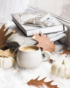 My favorite wallpaper photo. Cozy Aesthetic, Autumn Aesthetic, Coffee And Donuts, Coffee And Books, Autumn Coffee, Autumn Cozy, Flat Lay Inspiration, Autumn Inspiration, Flat Lay Photography