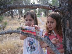 """Weaving in nature. Repinned by Libby VanBuskirk Weaving & Art Teaching Ideas.""""How great if the kids could be outside experience """"nature"""" while doing such a  project."""