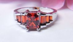 ✰✰(¯`*•.¸,¤°STUNNING 925 Sterling Silver Red Five-Stone Garnet Ladies ring sz 9 °¤,¸.•*´¯)✰✰