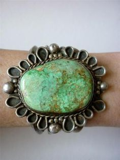 Very OLD NAVAJO Signed LOVELY Green TURQUOISE Sterling Silver BRACELET
