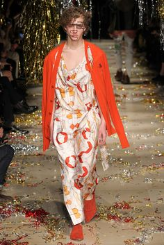 Vivienne Westwood Fall 2015 Ready-to-Wear - Collection - Gallery - Style.com