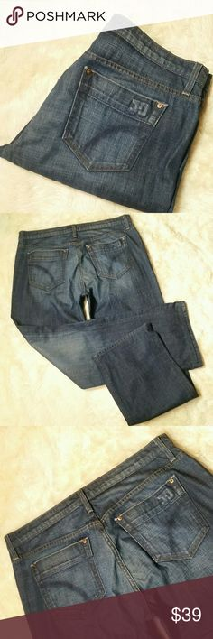 """Mens Joes Jeans Relaxed Straight Rebel Size 36/32 Mens Joes Jeans Relaxed Straight Rebel Size 36. Dark blue clean rinse. Button and zip fly. A relaxed fit with a straight leg. A blend of 98% cotton and 2% lycra provides a softer denim with a hint of stretch. Pre-owned in great condition with no rips, holes, tears or stains.   Waist 18.5"""" Rise 11"""" Inseam 32"""" Leg Opening 10"""" Joe's Jeans Jeans Relaxed"""