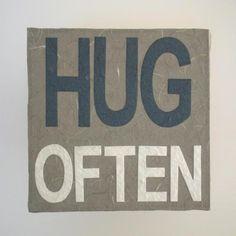 - pannello decorativo in cartapesta da cm. 25x25 - HUG OFTEN - Fukumaneki.it - Cartapesta, pannelli, oggetti, complementi, arredo, bomboniere, animali, simboli, design, arredamento - made in italy www.facebook.com/...