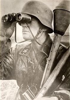 German SS soldier with 2 Panzerfaust 30s and Leuchtpistole - pin by Paolo Marzioli