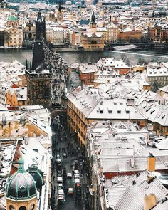 If you've ever been to Prague, you'll know what to expect. Beautiful and picturesque architecture with a hint of borocco and gothic styles mixed together. Lots of tourists, boozy vacationers and beer that's truly cheaper than water. Dubrovnik, Finland Culture, Pont Charles, Prague Girls, Daughter Of Smoke And Bone, Finland Travel, Prague Czech Republic, Heart Of Europe, Prague Castle