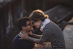 Una bonita luz puede con todo. Y mas si la pareja es así de chic. ¡Por dios que  #engagement ! Menudo #coupleshot .