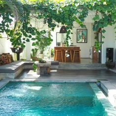 Pool fences are ideal for privacy and protection. But you can still have fun setting up your pool fence. Here are 27 Awesome pool fence ideas ! Exterior Design, Interior And Exterior, Patio Interior, Garden Design, House Design, Small Backyard Pools, Small Pools, Backyard Plants, Swimming Pools Backyard