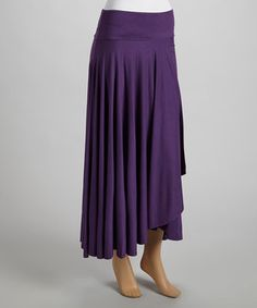 Make room in that wardrobe for romantic staples like this flowy skirt with a fluttery hem. The smooth stretch-kissed fabric, comfort waistband and solid hue make it a chic classic that looks terrific with a variety of tanks and tops.