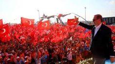 Image copyright                  AFP Image caption                                      El presidente Erdogan fue recibido con una gran euforia.                                Frente a una congregación multitudinaria sin precedentes en Estambul, el presidente de Turquía, Recep Tayyip Erdogan, llamó a la unidad nacional y expresó que apoyaría el restablecimiento de la pena de muerte si fuese apoyada por el pueblo y el Parlamento.   Erdoga