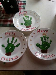 handprint christmas crafts DIY Christmas Plates for Kids to Make - Party Wowzy Kids Christmas Ornaments, Preschool Christmas, Christmas Plates, Toddler Christmas, Christmas Diy, Handprint Christmas Art, Homemade Christmas Gifts, Christmas Crafts For Gifts, Christmas Gift From Baby
