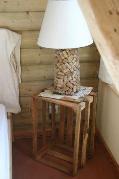 Recup de bouchon pour une lampe  autre idée: les mettre dans un grand vase Wine Cork Art, Wine Cork Crafts, Home And Deco, Decor Crafts, Home Decor, Decoration, Home Furnishings, Diy Furniture, Inspiration