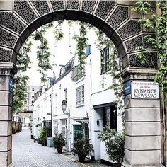 25 Things to Do in London — Hannah Drake Things To Do In London, Make Arrangements, City Life, Stuff To Do, Arch, Street View, Refurbishment, Texture, Frame