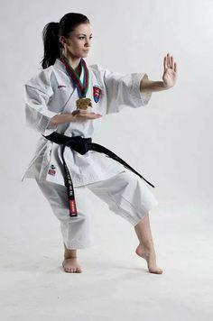 Karate-Do Teisho in Neko Ashi Dachi karate and tae kwon do Best Martial Arts, Martial Arts Styles, Martial Arts Techniques, Martial Arts Women, Kung Fu, Dojo, Karate Photos, Karate Picture, Karate Shotokan