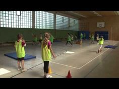 Brennballvariation - YouTube Pe Games, Games For Kids, Activity Games, Physical Education Activities, Pe Class, Pe Lessons, Gym, Pe Ideas, Handball