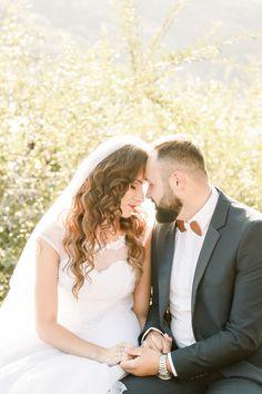 Romantic wedding pose with holding hands and touching foreheads Wedding Poses, Wedding Portraits, Wedding Dresses, Destination Wedding Photographer, Travel Around The World, Elegant Wedding, Holding Hands, Romantic, Fashion