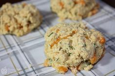 Low Fat Cheddar Herb Biscuits (Gluten Free) - Busy But Healthy Healthy Gluten Free Recipes, Real Food Recipes, Vegetarian Recipes, Big Meals, Healthy Eating, Healthy Breads, Healthy Foods, Clean Eating, Healthy Side Dishes