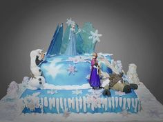 Frozen birthday cake with Olaf and Sven