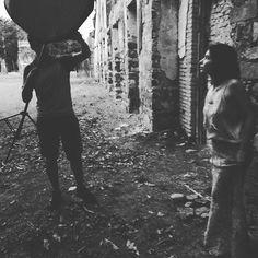 Bastidores do ensaio fotográfico para a capa de Dolores.