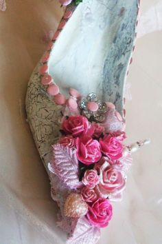 My altered Shoe - Jac`s Place http://jacscraftplace.blogspot.co.uk/ #altered art # altered shoe #shabby chic