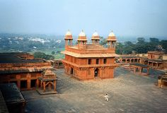 """This place blew me away, but my best memory is our guide telling me off for not listening """"attentively"""" Agra, Travel Memories, Best Memories, Palacio Imperial, Taj Mahal, Nikon D70, Patio Interior, Heaven On Earth, Amazing Architecture"""