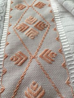 Swedish Embroidery, Hardanger Embroidery, Ribbon Embroidery, Cross Stitch Embroidery, Bargello Needlepoint, Cross Stitch Beginner, White Hand Towels, Swedish Weaving, Chicken Scratch